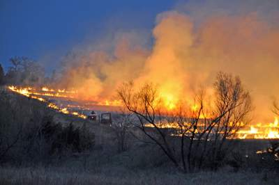 Downsized Flint Hills Fires multiple fires on hillside  hor mod tg__1452029362_129.130.90.88
